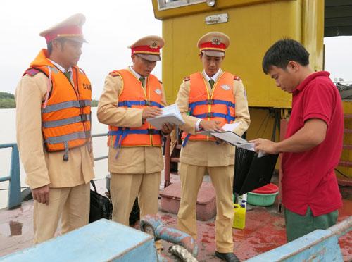 Chủ lực trong đấu tranh, xử lý khai thác trái phép cát sỏi lòng sông